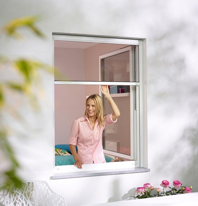 moustiquaire enroulable sur mesure stores. Black Bedroom Furniture Sets. Home Design Ideas