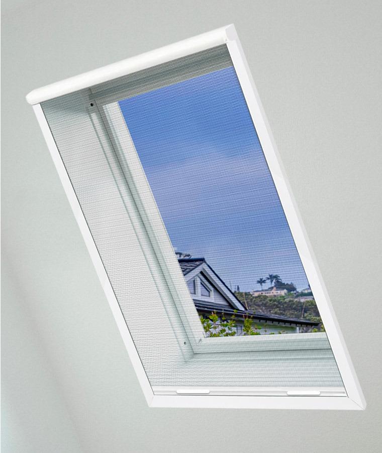 Moustiquaire fenetre de toit en applique 1